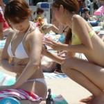 ビーチで遊んでる水着ギャルの画像みてたら羨ましくて涙でてきた(ブワッ)