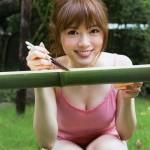 色白むちむち美女・白石麻衣(23)の肉体が完璧すぎる!乃木坂のまいやんのおっぱい・二の腕・太ももの肉付きがたまらん