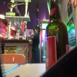 【動画あり】地元のバーで見つけた店員を酔わせてラブホに連れ込んだら自らチ○ポをまさぐるフェラ好き即尺ヤリマンだったwww