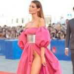 ヴェネチア映画祭凄すぎwイタリアの美人モデルがつるつるハミマンで登場wwwwwwwwww(画像あり)