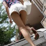 【画像】女の子がよく履いてる半ズボンがさらに短くなったバージョンエロいwwwwwwwwwwww