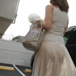 【画像】露出狂かよってぐらいに街中でパンティーが透けてる女wwwwwwwwwwwww その2