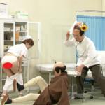 【GIF画像】「志村けんのだいじょうぶだぁ」 で、夏目花実さんのスカートずらされ、パンティー丸出しwwwwwwwwwww