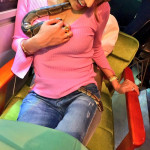 【画像】加藤紗里さん、ドスケベなヘビにえっちなことされるwwwwwwwwwwwwwwwwww