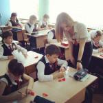 【画像】ロシアの女教師がAV並みにエロ過ぎて授業にならないwwwwwwwwwwwwwwwwww