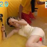 【放送事故】これはヤバイwwテレビでバスタオル一枚の女性リポーターのアソコが映り込むwwww(画像あり)