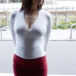 【画像】巨乳とパツパツタンクトップやセーターの組み合わせのエロさは異常wwwwwwwwwwwwwww