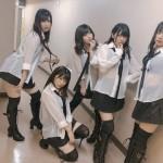【画像】 AKB48さん、現役女子高生にとんでもない透けブラ格好をさせてしまうwwwwwwww