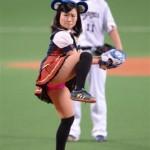 【画像】前田敦子さん、パンツ丸出しで始球式をしてしまうwwwwwwwwwwwwwwww