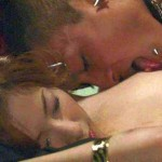 【画像】映画で有名女優が乳首を吸われ舐められている映像wwwwwwwwwwwwwwwww