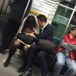 【画像】電車でガッツリ痴漢してる男いたぞwwwwwwwwwwwww