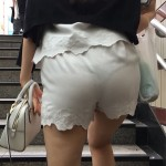 【画像】ドスケベまんさん、パンツが透けスケでも気にしないwwwwwwwwwwwww
