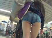 【画像】こういうドスケベな格好して街中歩いてる女wwwwwwwwww