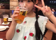 【画像】子供がでっかい乳ぶら下げてビール飲んでるwwwwwwwwwwwwwwwwwww