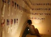【画像】レイプされた妹の犯人探すため、セックスした男性の射精済みコンドームを部屋に飾る女wwwwwwwww