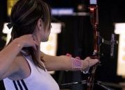 【画像】おっぱいがデカすぎるアーチェリー女子さん、矢を引いた時にくっきり浮き出てしまうwwwwwwwwww